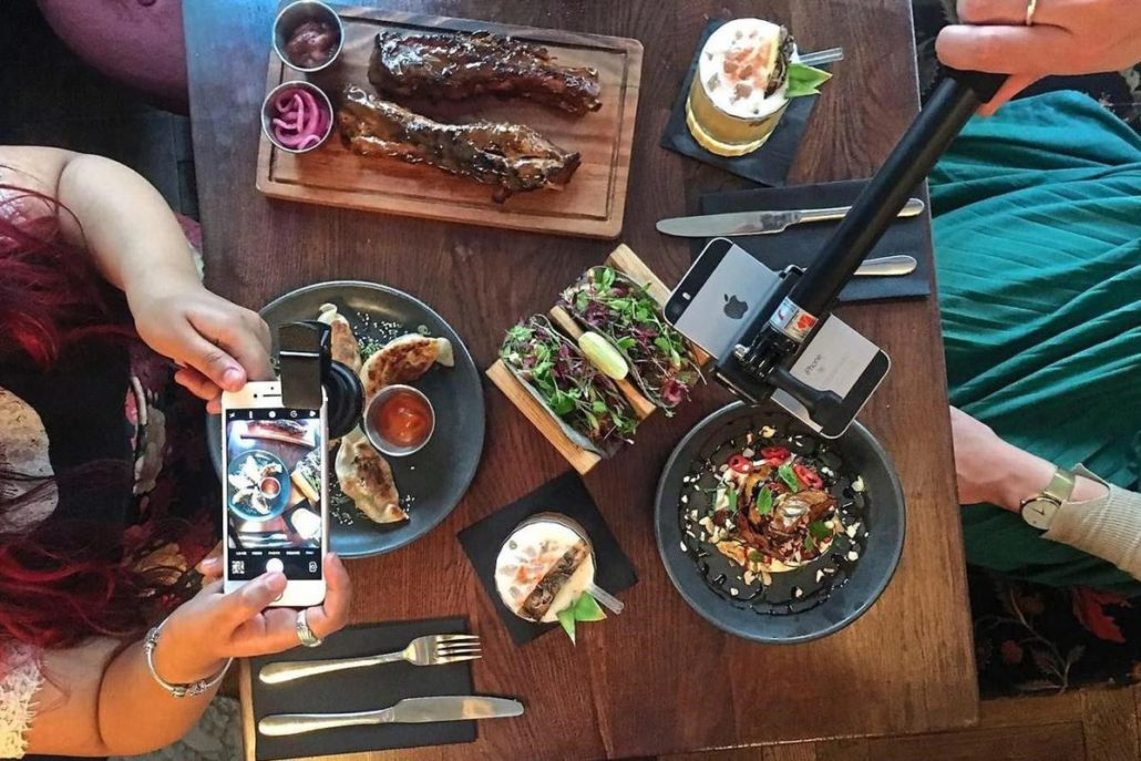 Dirty Bones in London is providing customers with #foodporn kits!
