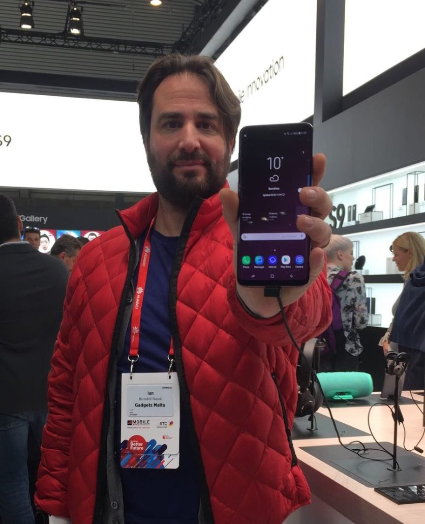 Ian with the new flagship Samsung Galaxy S9 at MWC 2018 in Barcelona