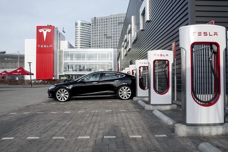 tesla 10 000 supercharger